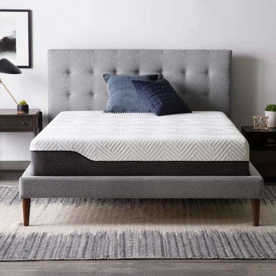 Mattress With Traditional Styles Made With Dust-Resistant Materials