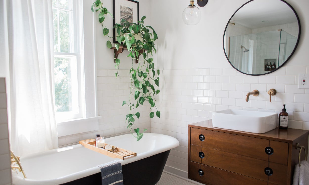 No Fuss Curtains for a Functional Bathroom