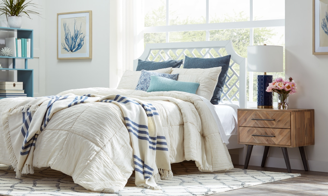 Seasonal bedding with a neutral linens and colorful accent pillows. Bedding 101