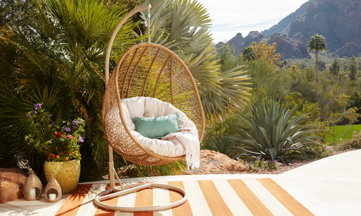 Select Colors and Patterns That Match Your Outdoor Design