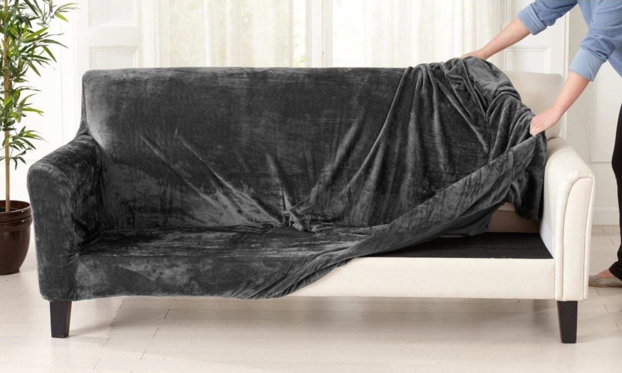 Tremendous How To Choose A Durable Slipcover To Protect Your Sofa Ibusinesslaw Wood Chair Design Ideas Ibusinesslaworg
