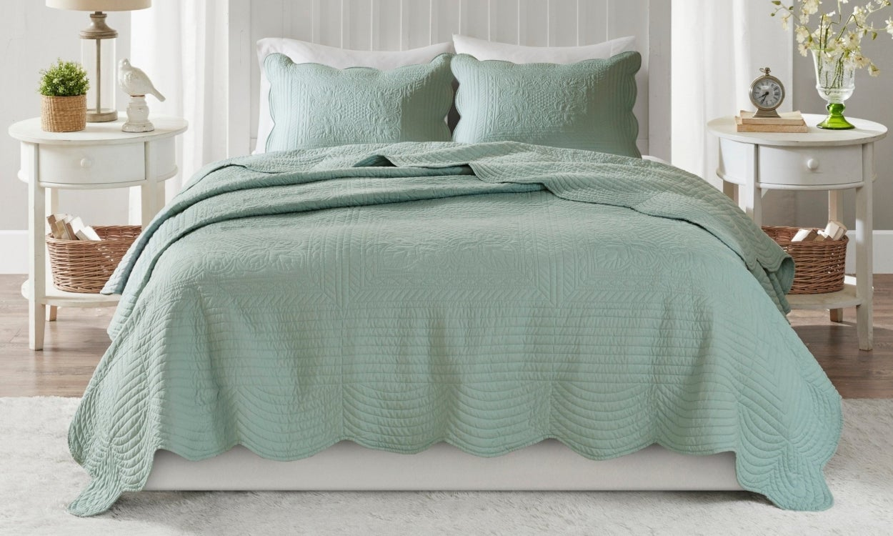Best Bedspreads for Summer